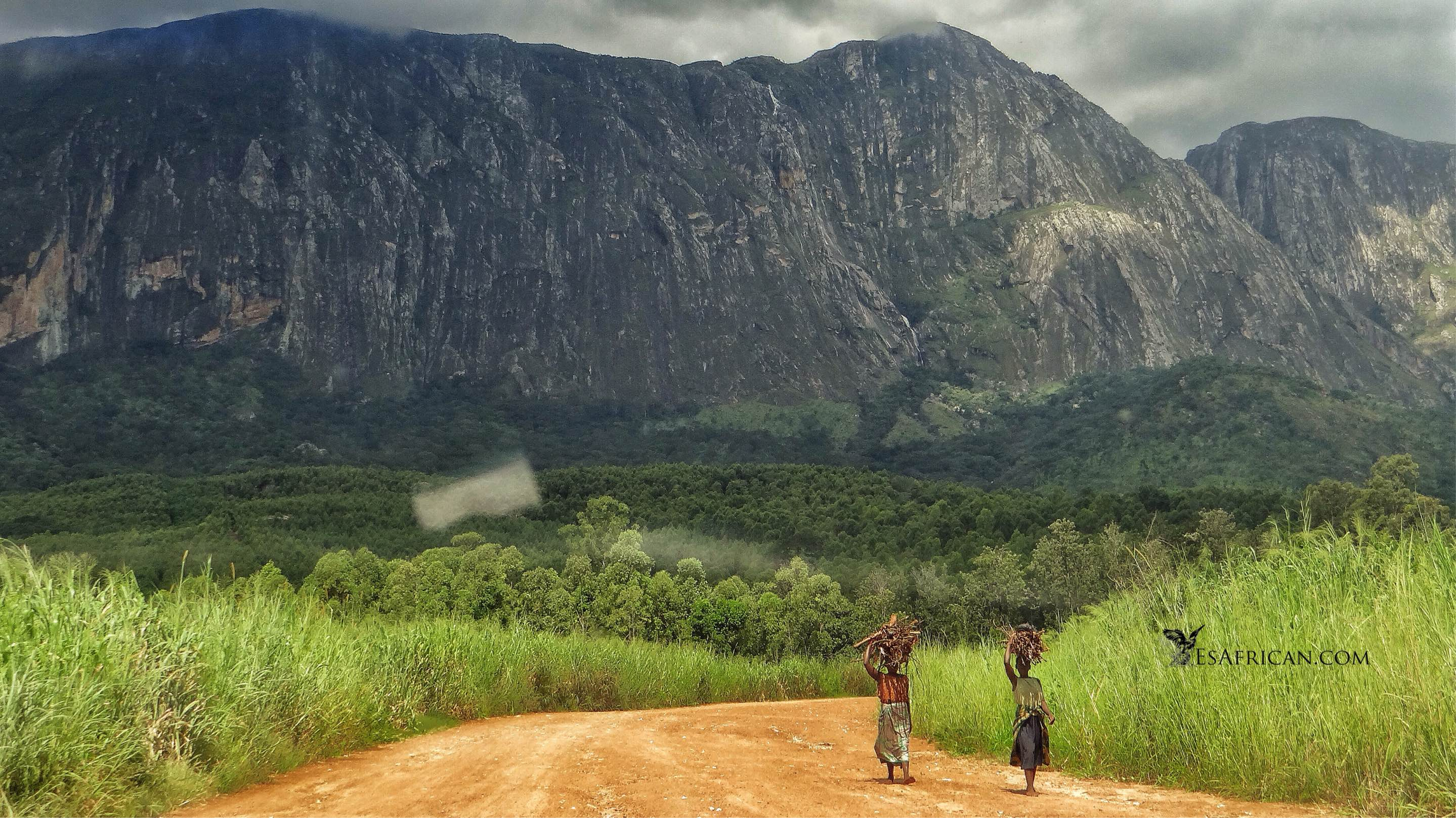 Mulanje: our brief introduction to travel in Malawi does not include rock-climbing or swimming... These should come later. A brief word about walking is appropriate in a post that is intended to mainly cover road travel.